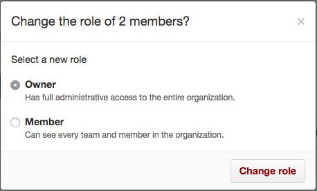 Botones de opción con roles de propietario y miembros y botón Change role (Cambiar rol)